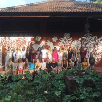 "Yoga Teacher Training at The Yoga Barn<br/><span class=""loc-g""><i class=""fa fa-map-marker"" aria-hidden=""true""></i> Ubud, Bali</span><br/><span class=""date-g""><i class=""fa fa-calendar"" aria-hidden=""true""></i> November 8 - December 5 2015</span>"