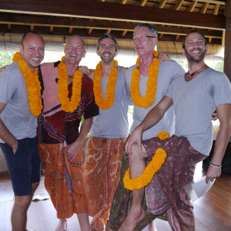 "Yoga Teacher Training at the Yoga Barn<br/><span class=""loc-g""><i class=""fa fa-map-marker"" aria-hidden=""true""></i> Ubud, Bali</span><br/><span class=""date-g""><i class=""fa fa-calendar"" aria-hidden=""true""></i> October 1- October 28 2012</span>"